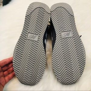New Balance Shoes - NWOB New Balance Men's 220's Gray & White 6.5
